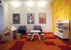 Polski konsulat w Pradze. Pokój z meblami dla dzieci